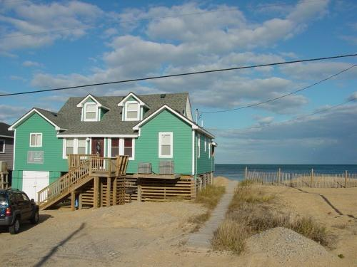 """LILLIAN B""     OCEANFRONT   IN KITTY HAWK  MP2  WILL GIVE 1000.00 OFF  JULY 3RD - OCEANFRONT--AS CLOSE AS YOU CAN GET !!ON THE BEACH - Kitty Hawk - rentals"