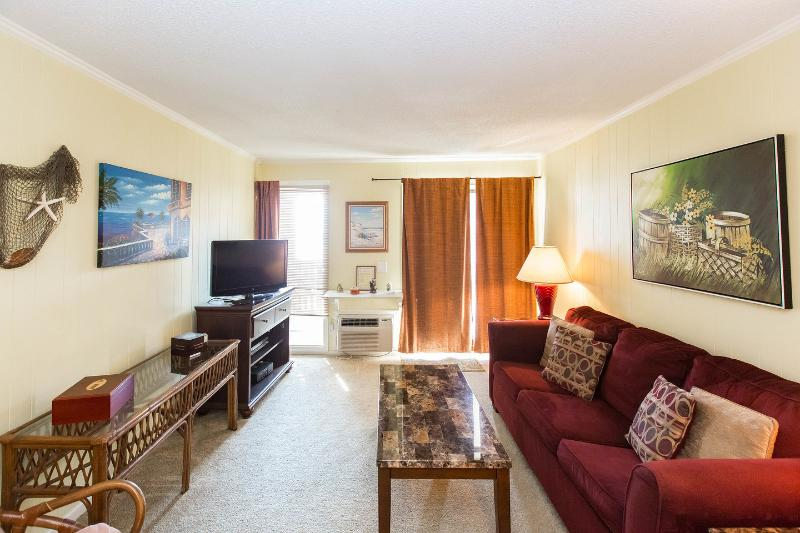 Living Room - Vacation Rental with Stunning Oceanfront View in Myrtle Beach, SC - Myrtle Beach - rentals