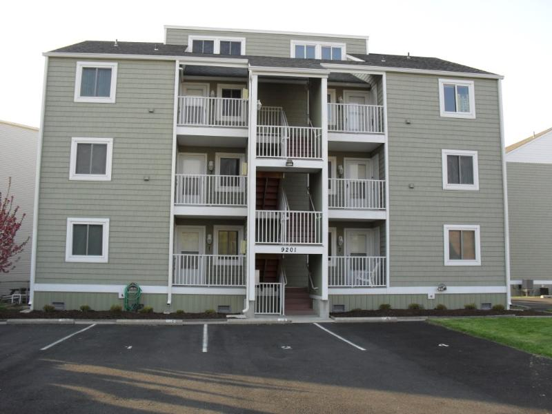3 BR On The Water/Short Walk to Beach/Shops Dock - Image 1 - Ocean City - rentals