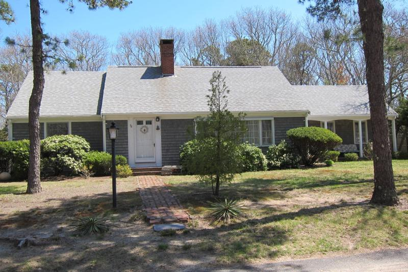 Peace - A - Cape - Perfect family getaway home..moments to the beach! - South Yarmouth - rentals