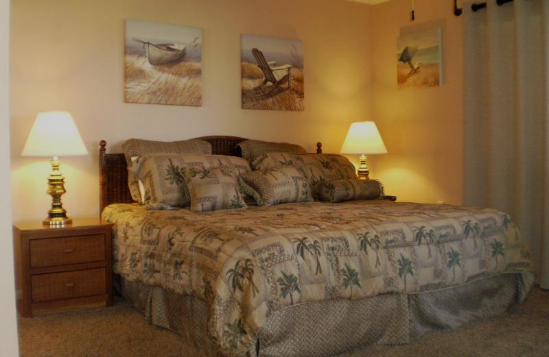Master Bedroom with King Bed and TV - St. Augustine Beach FL condo, Gated,Wi-fi, HDTV - Saint Augustine - rentals