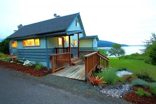 Fairmount Beach House exterior - Fairmount Beach House*Private Beach*Propane Frplce - Port Townsend - rentals
