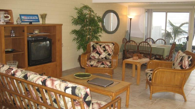 Life at Leilani is what lifes all about. The  Aloha... - Leilani Waterfront. Shoreline views, & tidepools - Ewa Beach - rentals