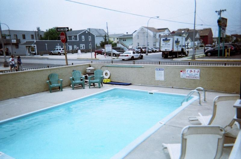 swimming pool - 2 br with pool,now renting 2017,beach badges incl - Seaside Heights - rentals