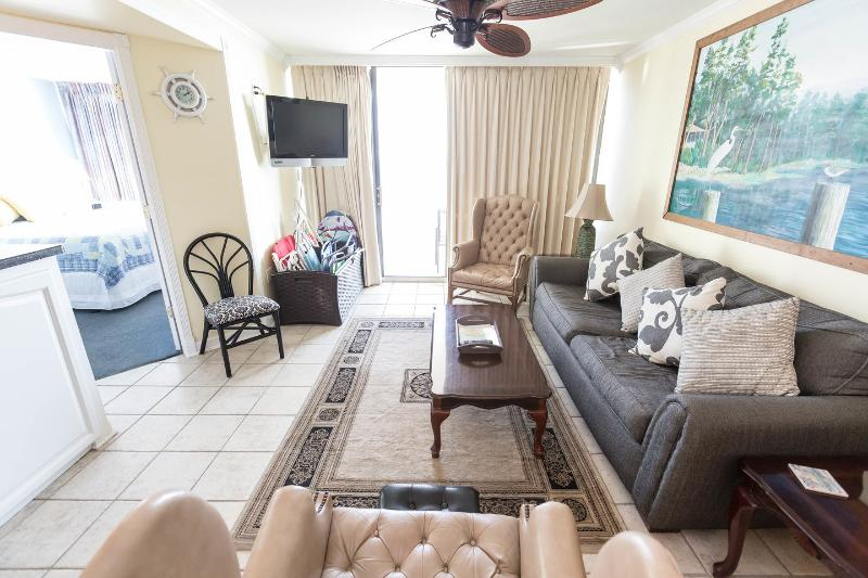 Living Room - 2 Bed/2 Bath Ocean Front Condo - Myrtle Beach - rentals