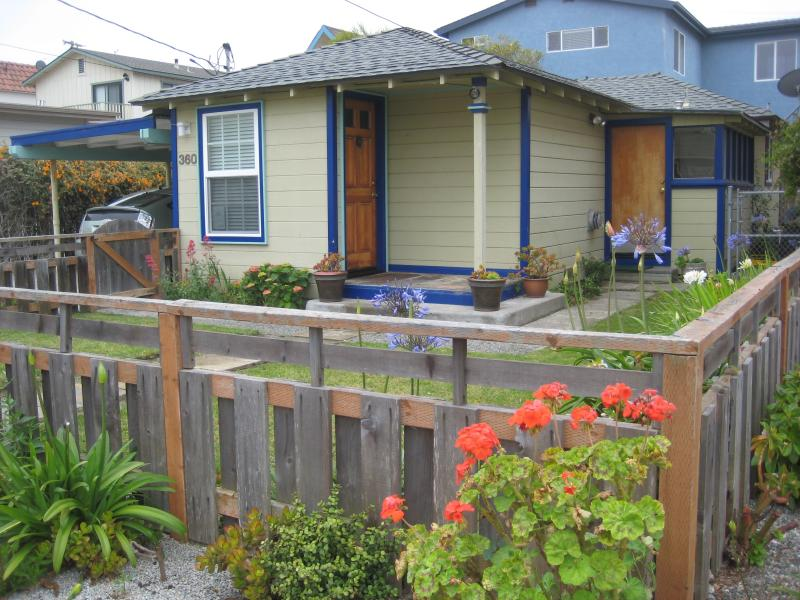 Lovely 2 Bedroom 1 Bath, Walk to the Beach - Image 1 - Morro Bay - rentals