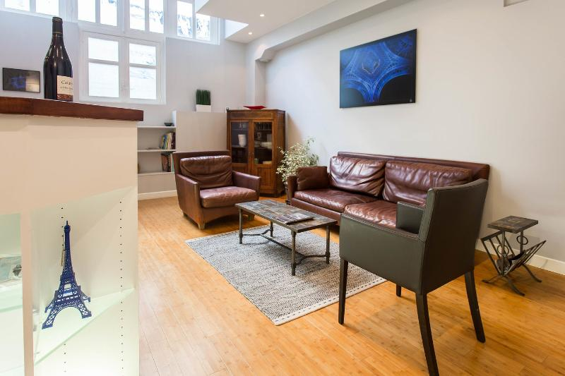 Living Room - Unique Duplex 10 min walk from The Eiffel Tower - Paris - rentals