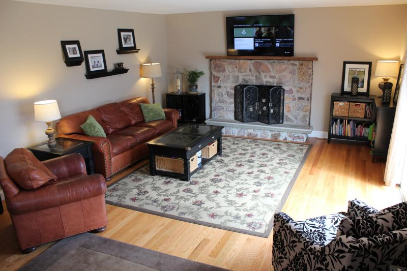 family room - PSU FOOTBALL/GRADUATION/WEDDINGS/ANY OCCASION - State College - rentals
