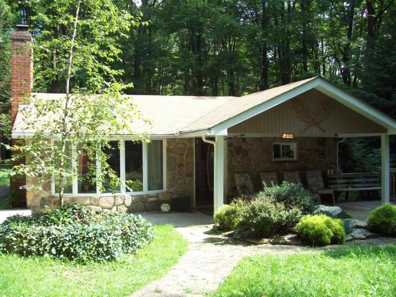 Front of cabin - Seven Springs/Hidden Valley Beautiful 3 Bedroom - Seven Springs - rentals
