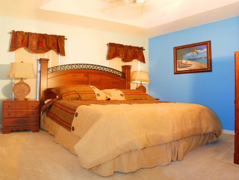King Bedroom - 2 miles to Disney, Beautiful Home that Sleeps 8 (2 families) - Kissimmee - rentals