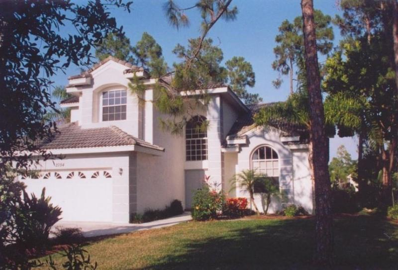 Outside front - Amazing and Modern Lake Front Home in Naples - Naples - rentals