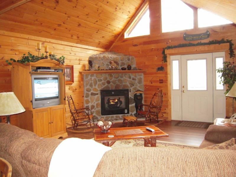 "Relax w/fire and TV in the Great Room - Luxury Cabin ""Emerald Ridge"" with free Wi-Fi - Pigeon Forge - rentals"