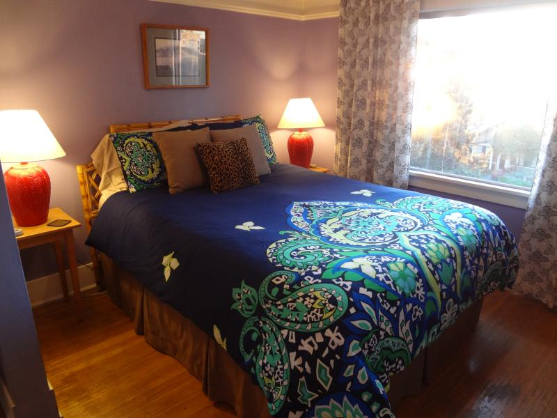 Queen-sized Sleep Number bed in the front sleeping alcove - The Starlight Studio - Seattle - rentals