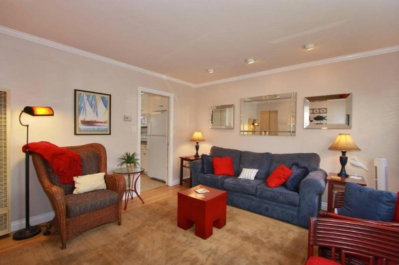 Inviting & comfy living room - Petite Diamond - Gorgeous 1 Bed/1 BA, Pvt. Patio - San Diego - rentals