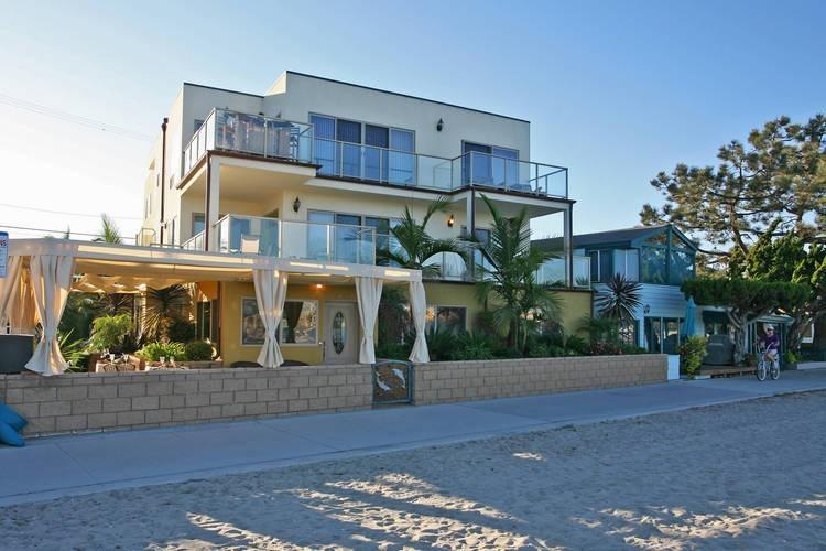 Welcome to Bayside Urban Escape! - Bayside Walk...Bask on the sand in pure luxury! - San Diego - rentals