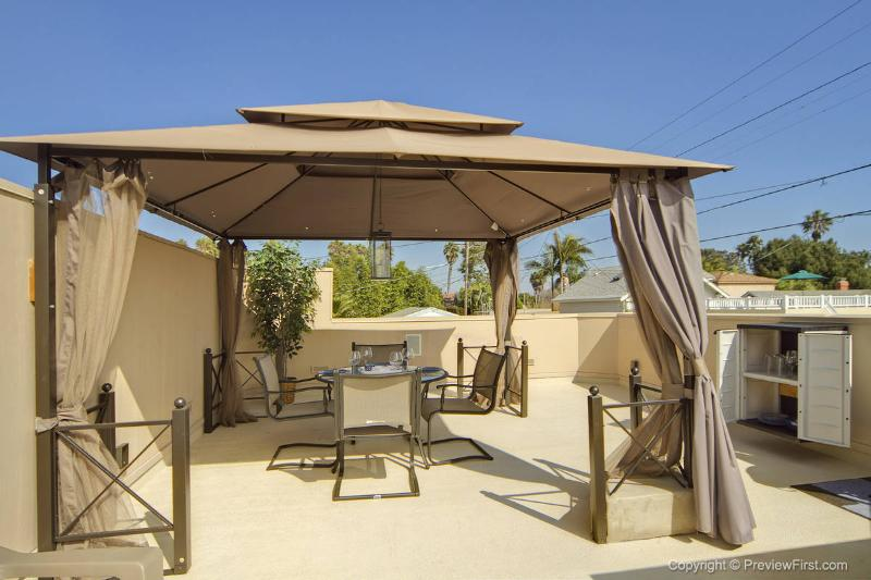 Rooftop patio - Enjoy Sea World Fireworks! - CASITA VISTA with A/C - Pacific Beach - rentals