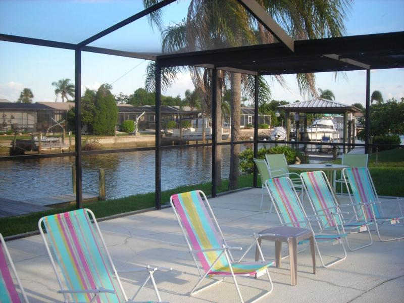 Waterfront - *Heated Pool*Waterfront* Dock* Home, sleeps 10 - Apollo Beach - rentals