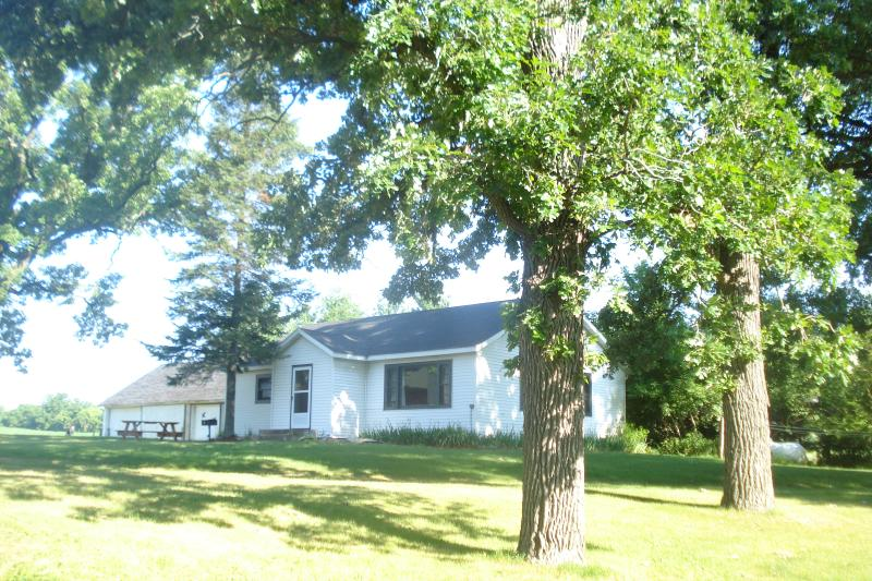Cozy country home located on a beautiful, peaceful piece of property - Country home with flowing river by Wisconsin Dells - Pardeeville - rentals