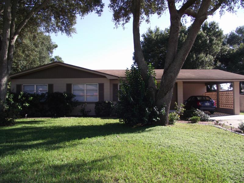 Front of House - Looking to Relax,Pool.,Near Disney and Legoland Fl - Lake Alfred - rentals