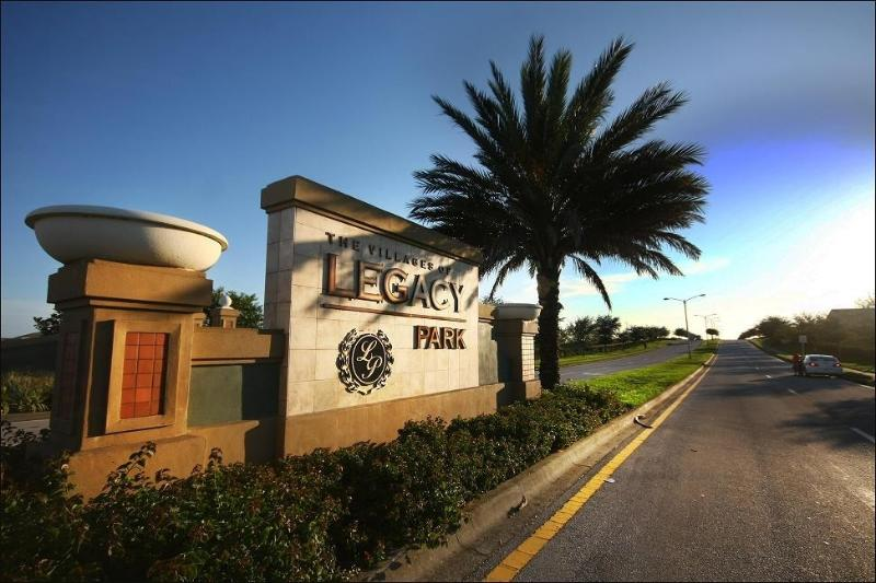 Legacy Park - Two 7-bedroom Villas: Fall Special  999/week - Four Corners - rentals