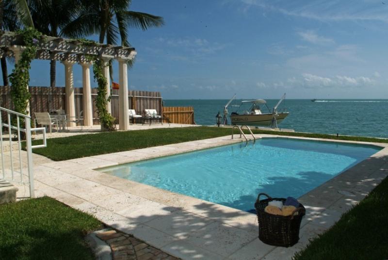 Affordable luxury villa Otro Mundo in Key Biscayne - Image 1 - Key Biscayne - rentals