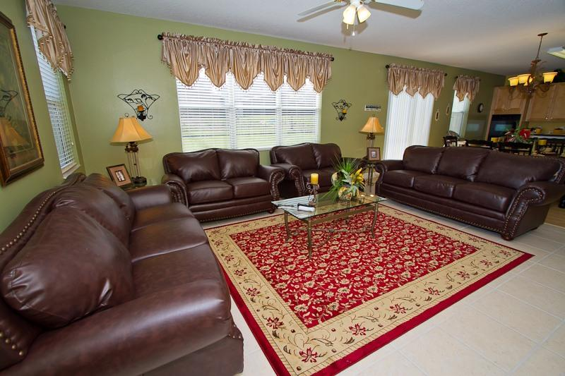 New leather sofa set in villa #2 - 999/week! Two 7 bdrm, 3400sf, 7 Miles to Disney - Davenport - rentals