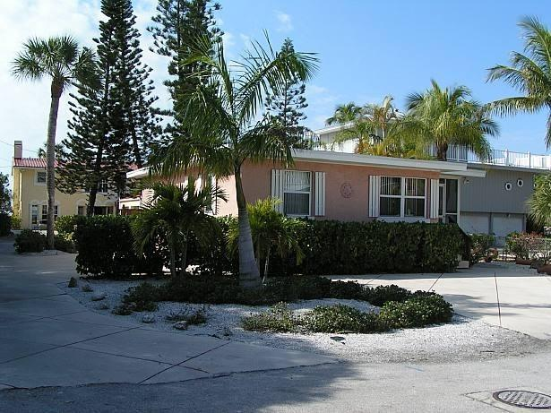 View of Cottages from street - Charming Cottages on South end of Fort Myers Beach - Fort Myers Beach - rentals