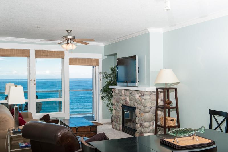 Unwind In Comfortable Elegance With a Plasma TV - *Promo!* Oceanfront Top Floor Condo - Private Hot Tub, Indoor Pool, WiFi & More! - Lincoln City - rentals