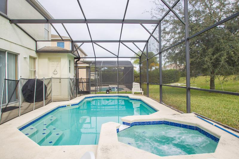 Super sized pool with spa. - Legacy Park Retreat - Davenport - rentals