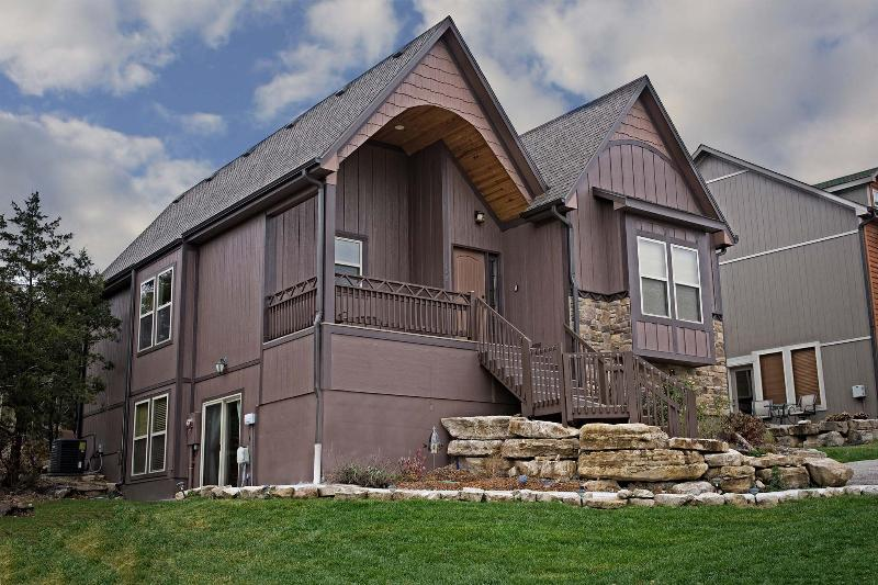 Lovely 5 bedroom, 4 bath home in Branson Canyon! - HICKORY RETREAT in Branson Canyon! - Hollister - rentals