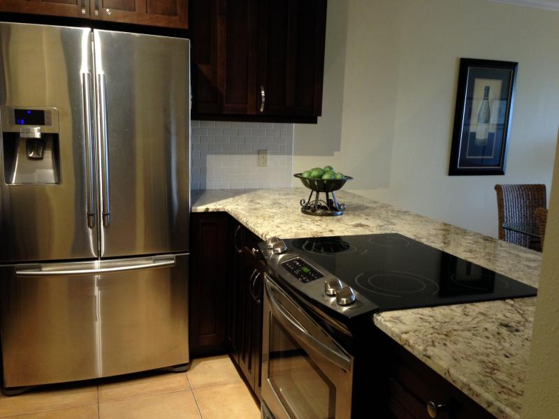 Kitchen - Beautiful Condo Just Steps From Siesta Beach - Sarasota - rentals