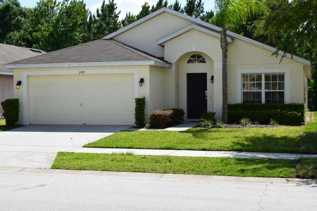 Double Garage and parking outside the villa on Scrub Jay Way, DAVENPORT - 249 Scrub Jay Way - Davenport. Florida - Davenport - rentals