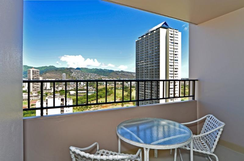 The Lanai - Beautiful Condo Amazing Views and Free Parking - Honolulu - rentals