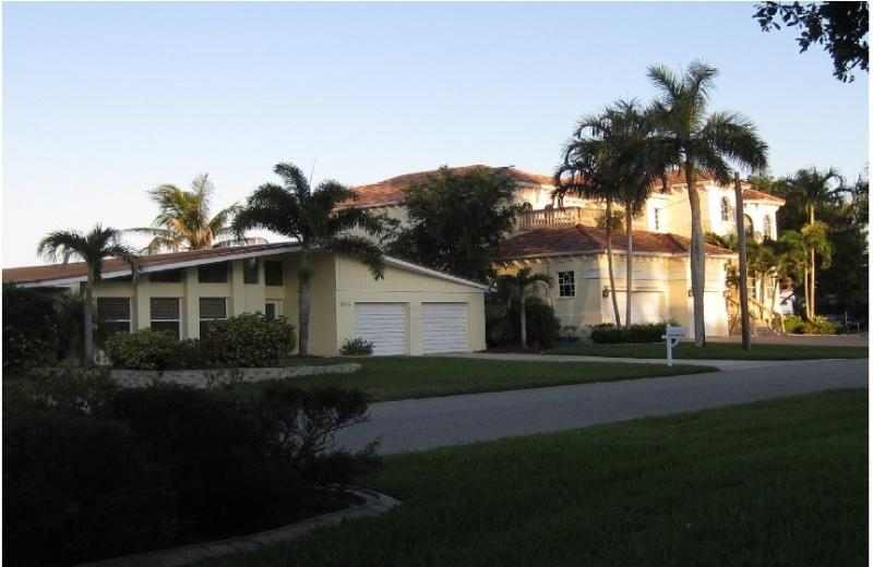 FRONT VIEW OF VILLA RIVERFRONT - River Frontage Large Luxury Villa,Pool,Spa, home - Cape Coral - rentals