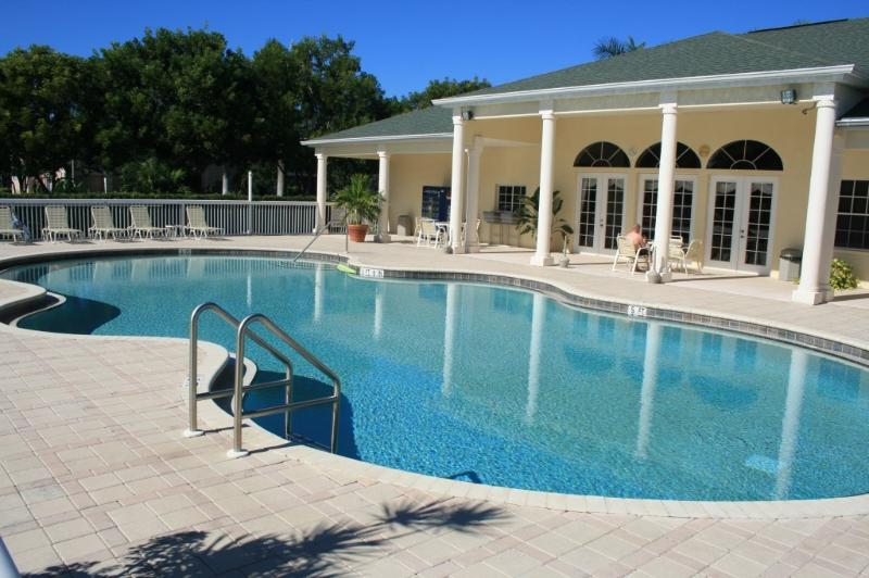 Amazing  3 bed 2 bath condo, clubhouse, pool & gym - Image 1 - Bonita Springs - rentals
