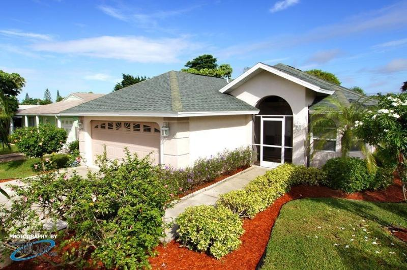1 MILE FROM VANDERBILT BEACH - SALT WATER POOL/SPA - Naples - rentals
