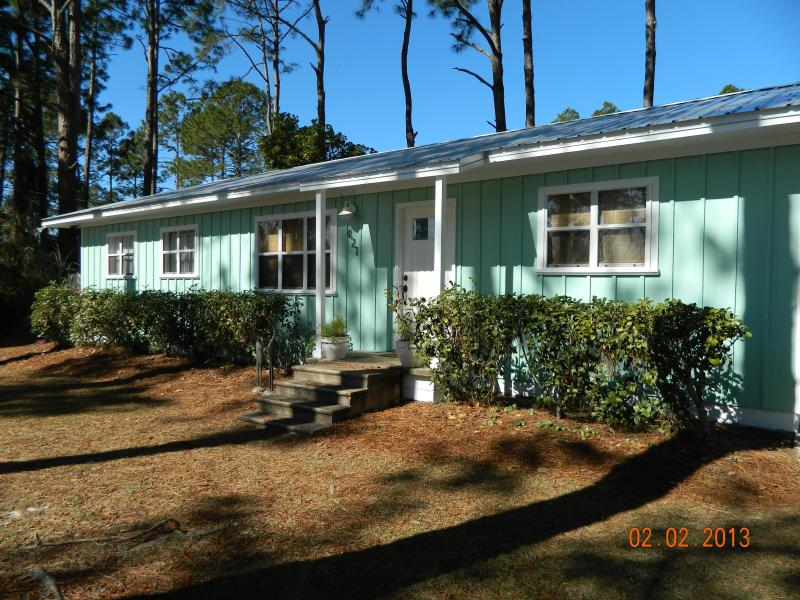 1160 sq. ft. Cottage on Quiet Street - Charming 4 BR / 2 Bath Cottage Close to Beach! - Mexico Beach - rentals