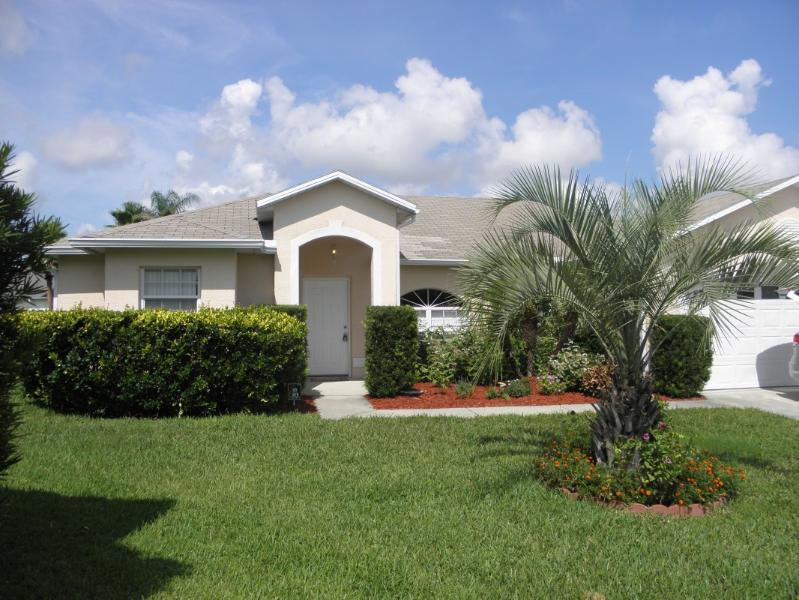 Well Landscaped front entry off cul-de-sac - Disney Vacation Home - Kissimmee - rentals