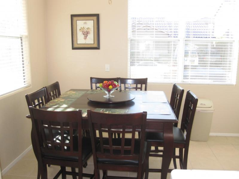 Kitchen Table for 8 - BEAUTIFUL SPARKLING CLEAN SECURE HOME GREAT AREA - Las Vegas - rentals