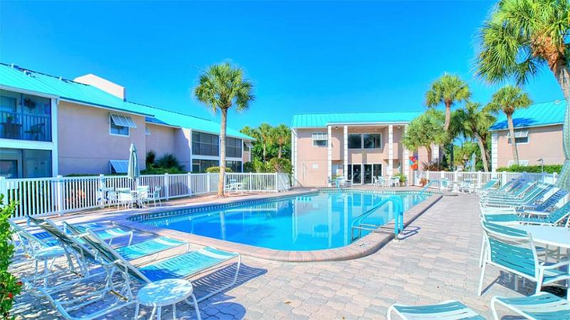 Condo Pool Area - Beautiful Condominium In Great Location  ! - Siesta Key - rentals