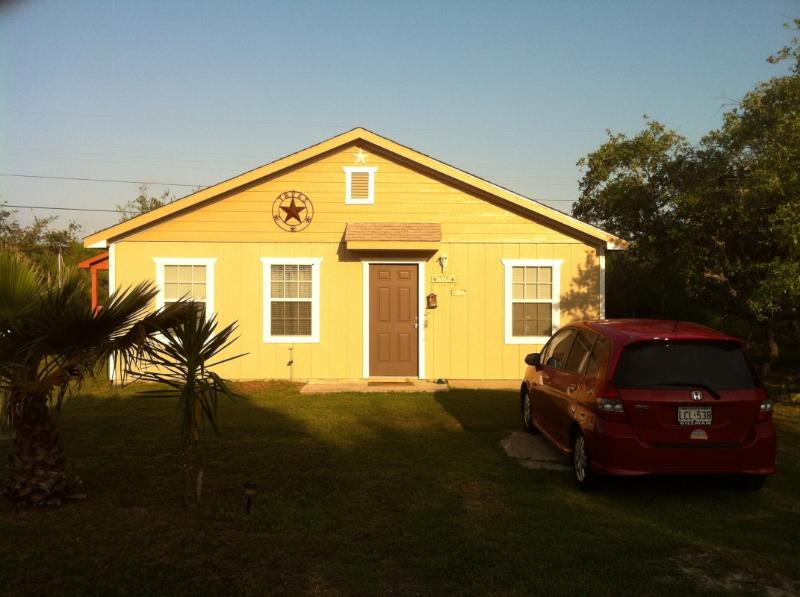 Front - 2/1 Cottage, Fishing Pier, B launch Comm Pool WIFI - Rockport - rentals