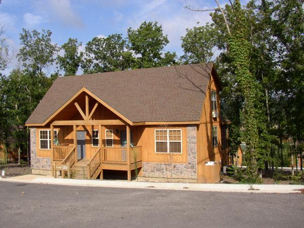 Most 1-Br Lodges outside look like this, some with dark brown paint. - Romantic Fun Luxury Cabin, Hiking Fishing, Comfort - Branson - rentals