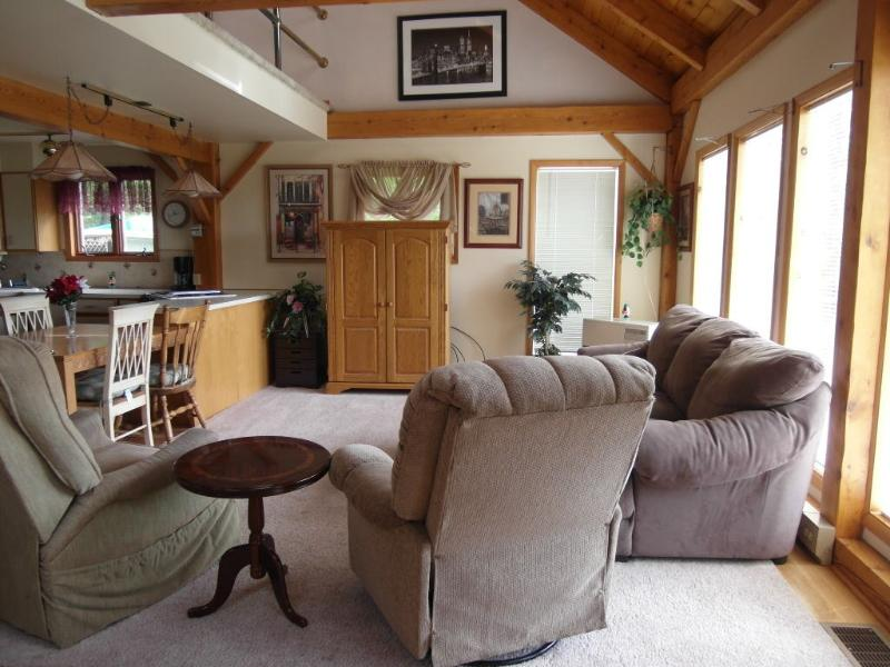Living room (great room) - ALL YEAR : Lake George ,Saratoga , Adirondacks - Diamond Point - rentals
