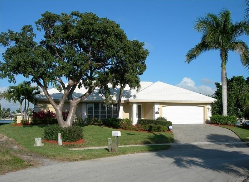 Walk to Beach, Gorgeous Waterfront Views - Image 1 - Marco Island - rentals