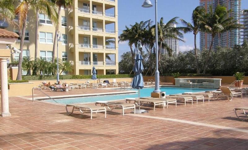 Quality Neighborhood walk to the beach - Image 1 - Miami Beach - rentals