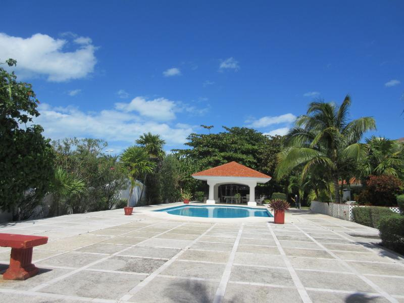 Beautiful Villa Great Location in the Hotel Zone, SUMMER SALE LOW PRICES - Image 1 - Cancun - rentals
