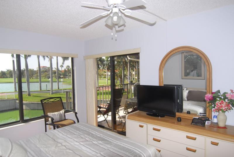 Master Bedroom - Fantastic 2BR/2BR Lake Shore Villa - Isla Del Sol - Saint Petersburg - rentals