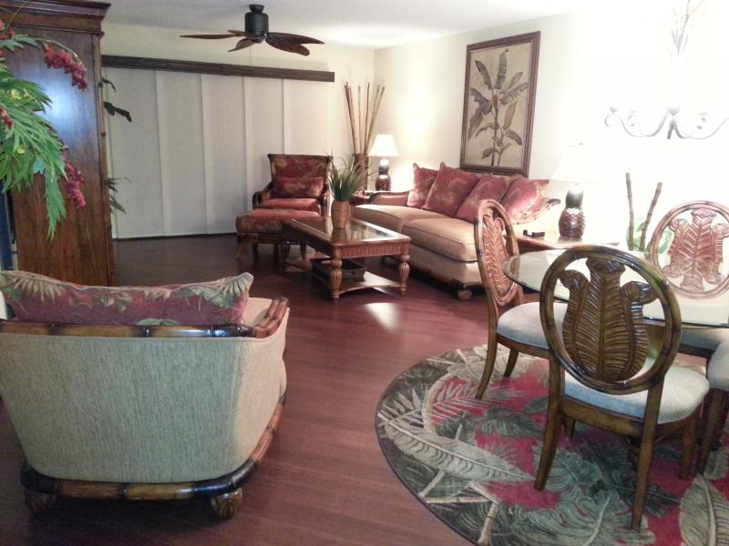Living room & dining room - TROPICAL SETTING AWAITS AT TARA GOLF & CC!!! - Bradenton - rentals