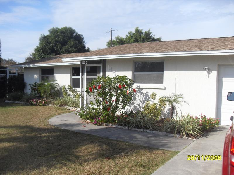 quiet corner lot - Vacation Pool Home near Shamrock and Beaches - Venice - rentals
