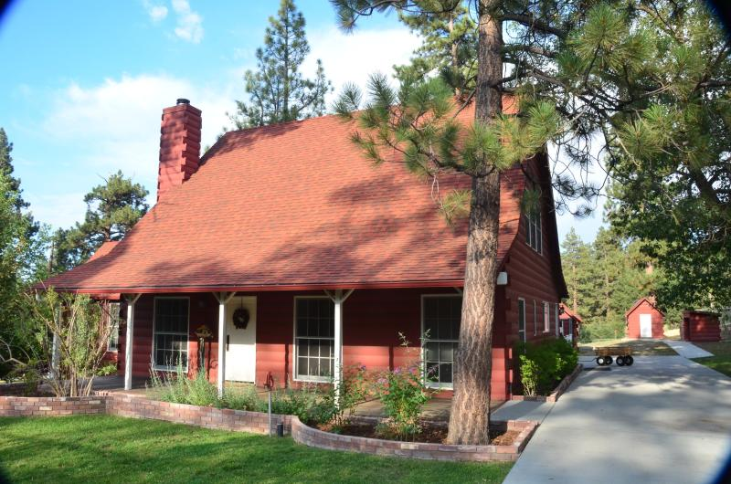 Go back in time with this original 1938 farm house - Big Bear Country Barn Estate - Big Bear City - rentals